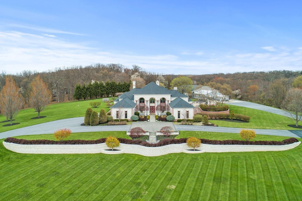 Wondrous Mount Airy Homes For Sale Monument Sothebys International Home Interior And Landscaping Palasignezvosmurscom