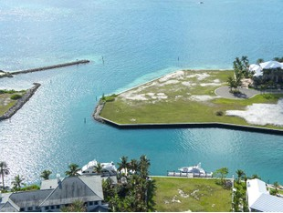Terreno for sales at Over-sized Canalfront lot in Ocean Club Estates.  Paradise Island, Nueva Providencia / Nassau . Bahamas