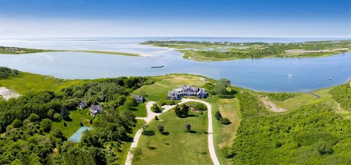 Estate for sales at Swain's Neck  Nantucket, Massachusetts,02554 United States