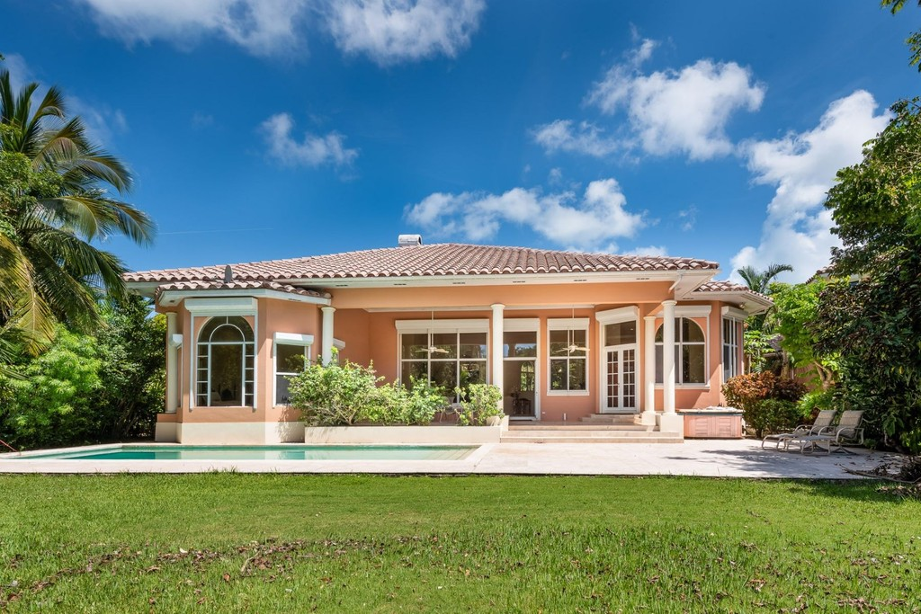 Golf Course House Lyford Cay Nassau And Paradise Island Single Family Homes For Sale