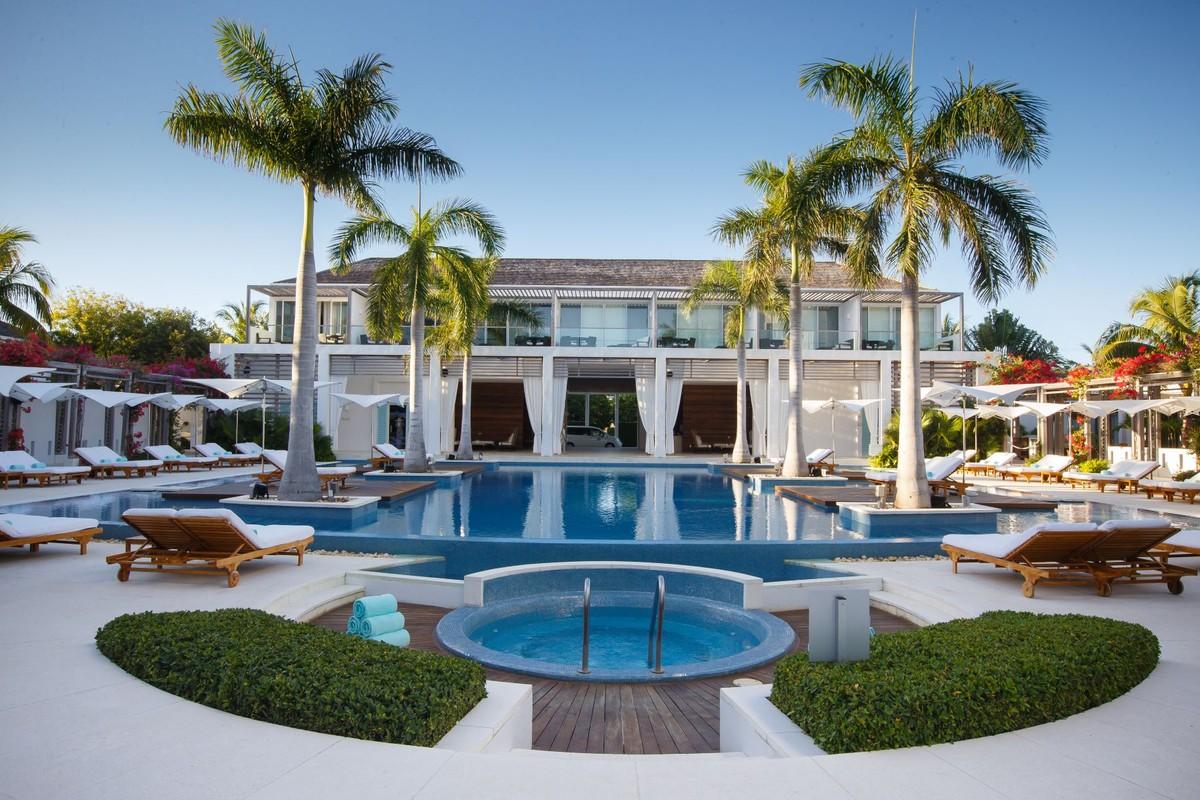 Beachfront Wymara Resort 1101 Grace Bay, Providenciales