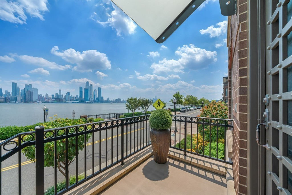 8 Henley Place Weehawken New Jersey 07086 Condominiums For Sale