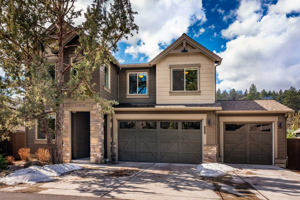 3061 Nw Clubhouse Drive Bend Oregon 97703 Single Family Homes For Sale
