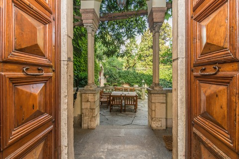 Apartment For At Wonderful Home With A Huge Garden In The Heart Of Milan Milano