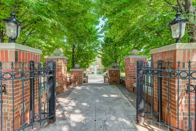 7749 Kingsbury Boulevard #22 Clayton Missouri 63105 condominiums for Sale