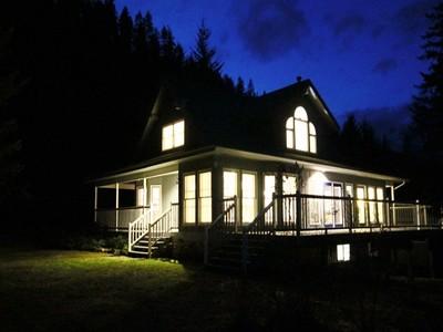 Maison unifamiliale for sales at Lakefront-South Carolina Style Cottage 5210 Chernoff Sub Rd. Kaslo, Colombie-Britannique V0G1M0 Canada