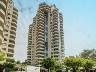 Condominio for sales at Exceptional Condominium Living 6D 338 Taylor Way Vancouver, Columbia Britannica V7T2Y1 Canada