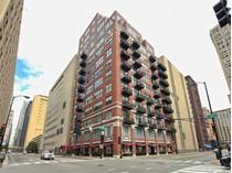Кооперативная квартира for sales at Gorgeous Loft 547 S Clark Street Unit 703  Loop, Chicago, Иллинойс 60605 Соединенные Штаты