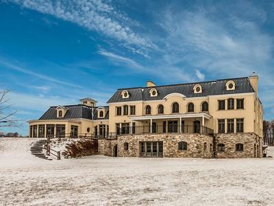 Maison unifamiliale for sales at Shefford 241 Ch. de Fulford Shefford, Québec J2M1B2 Canada