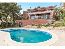 Tek Ailelik Ev for sales at Beautiful high standing house in the best area of Castelldefels Castelldefels, Barcelona Ispanya