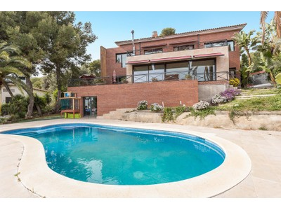 Casa Unifamiliar for sales at Beautiful high standing house in the best area of Castelldefels Castelldefels, Barcelona España
