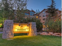 Condominio for sales at Ski-In Ski-Out Trail's End Deer Valley condo 2100 Deer Valley Dr #404   Park City, Utah 84060 Stati Uniti