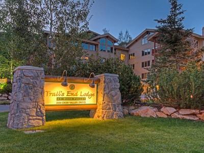 Condomínio for sales at Ski-In Ski-Out Trail's End Deer Valley condo 2100 Deer Valley Dr #404  Park City, Utah 84060 Estados Unidos