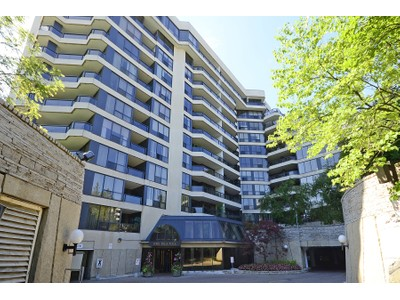 Condominio for sales at 3900 Yonge Street, #102   Toronto, Ontario M4N3N6 Canadá