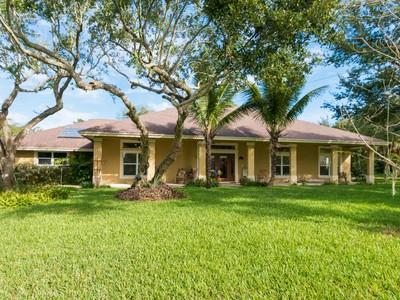 Casa Unifamiliar for sales at Custom CBS Home in Bonita Beach 2056 Cavalla Road Vero Beach, Florida 32963 Estados Unidos