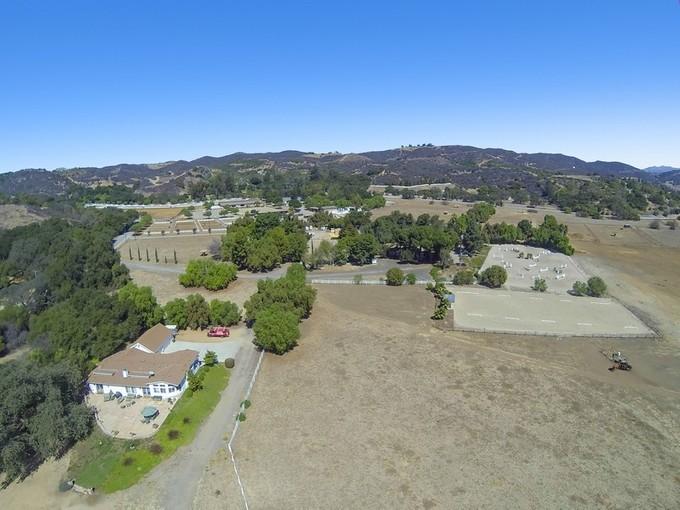 Nhà ở một gia đình for sales at Hidden Valley Road 1200 Hidden Valley Road Thousand Oaks, California 91361 Hoa Kỳ