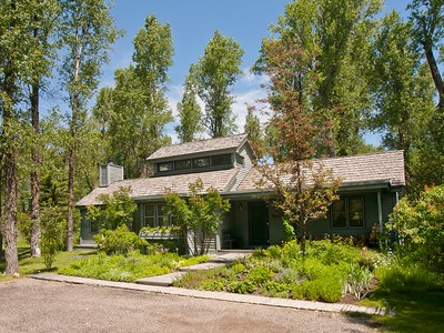 Nhà ở một gia đình for sales at Charming West Bank Home 3950 N Teewinot Road West Bank North, Wyoming 83014 Hoa Kỳ