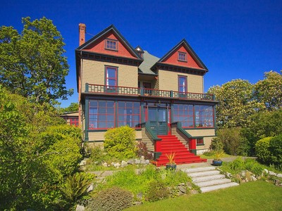 Casa Unifamiliar for sales at Character with Views! 1936 Hampshire Road Victoria, British Columbia V8R5T8 Canadá