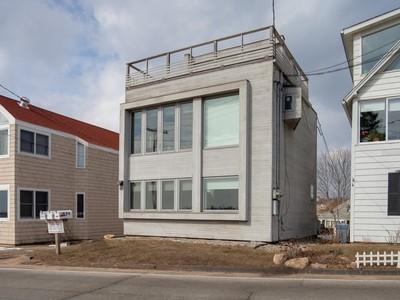 獨棟家庭住宅 for sales at Stunning Views 98 Limewood Avenue Branford, 康涅狄格州 06405 美國