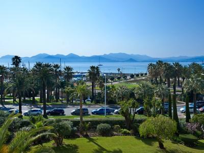 Appartamento for sales at Cannes Croisette - 3 bedroom apartment with panoramic sea view La Croisette Cannes, Provenza-Alpi-Costa Azzurra 06400 Francia