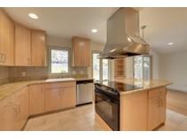 Casa para uma família for sales at 5232 Meadow Ridge    Edina, Minnesota 55439 Estados Unidos