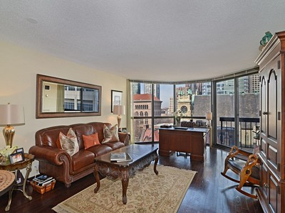 """Nhà chung cư for sales at Rarely available 850 square foot """"H"""" Tier condo 33 W Delaware Place Unit 7H Chicago, Illinois 60610 Hoa Kỳ"""