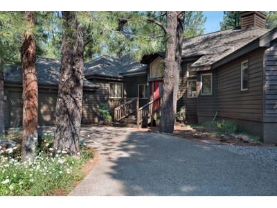 Casa para uma família for sales at Move-In Ready Gem In The Beautiful Golf Community Of Forest Highlands 2094 E Paleo Place Flagstaff, Arizona 86005 Estados Unidos