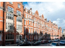 Appartement for sales at 9 Green Street  London, Angleterre W1K6RF Royaume-Uni