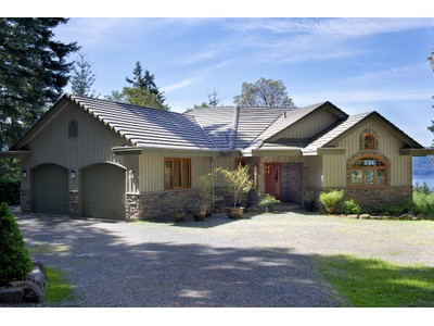 Casa para uma família for sales at Exquisite Custom Home with Ocean View 119 Quail Crescent  Salt Spring Island, Columbia Britanica V8K1H1 Canadá