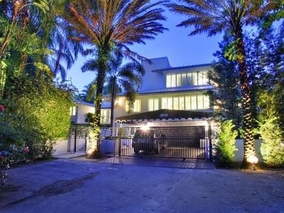 Частный односемейный дом for sales at PARK LANE AT THE GROVE 3639 Park Lane Miami, Флорида 33133 Соединенные Штаты