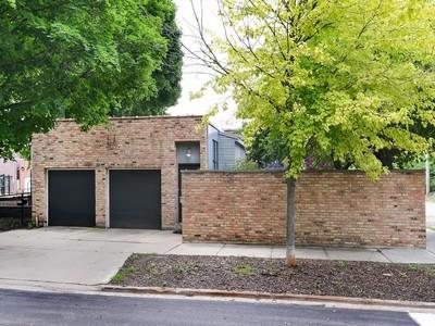 Casa para uma família for sales at Amazing Conversion! 1757 W Nelson Street Chicago, Illinois 60657 Estados Unidos