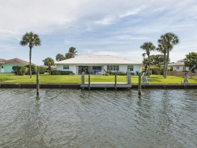 独户住宅 for sales at Charming Canalfront Home in Vero Isles 8 SeaHorse Lane Vero Beach, 佛罗里达州 32960 美国
