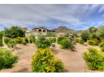 Einfamilienhaus for sales at Centrally Located Custom Santa Barbara Style Home In Paradise Valley 6504 N 40th Place   Paradise Valley, Arizona 85253 Vereinigte Staaten