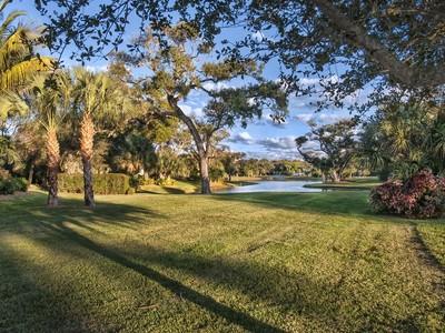 Terrain for sales at River Club Homesites 1702 Lake Club Court Vero Beach, Florida 32963 États-Unis