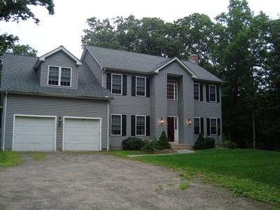 Maison unifamiliale for sales at Colonial Home 2360 Shepard Avenue Hamden, Connecticut 06518 États-Unis