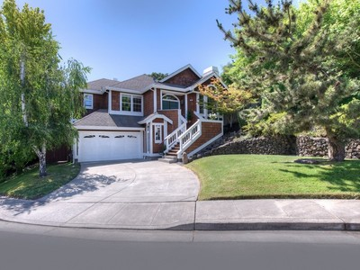 獨棟家庭住宅 for sales at Custom Home with Recording Studio 29 Hampshire Way Novato, 加利福尼亞州 94945 美國
