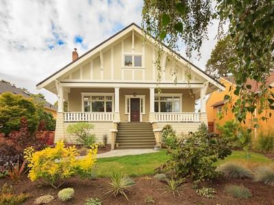 단독 가정 주택 for sales at Lovely Oak Bay Character Home 880 St. Patrick Street Victoria, 브리티시 컬럼비아주 V8S4X5 캐나다