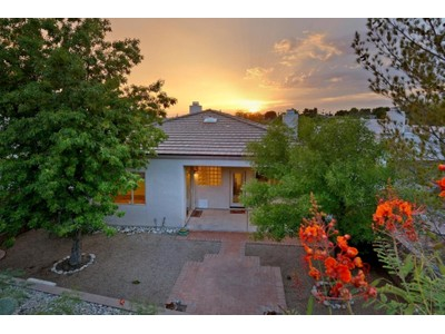 Maison unifamiliale for sales at Charming Home with SW Touches in the Heart of The Foothills 6324 N Camino De Cabaluna Tucson, Arizona 85704 États-Unis