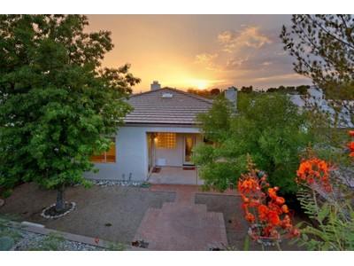 独户住宅 for sales at Charming Home with SW Touches in the Heart of The Foothills 6324 N Camino De Cabaluna Tucson, 亚利桑那州 85704 美国
