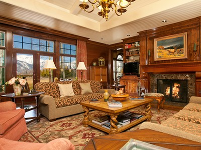 Casa para uma família for sales at Luxury and Quality in an Ideal Location 50 Huckleberry Drive North Jackson Hole, Wyoming 83001 Estados Unidos
