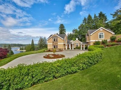 Nhà ở một gia đình for sales at Exquisite Fox Island View Estate 409 3rd Ave. FI Fox Island, Washington 98333 Hoa Kỳ
