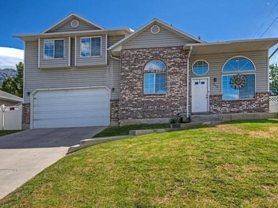 独户住宅 for sales at Warm & Inviting Multi-Level Home 1952 North 400 East Orem, 犹他州 84097 美国