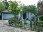 Casa para uma família for  sales at A Montclair Retreat! 6505 Melville Drive Oakland, Califórnia 94611 Estados Unidos