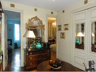 Apartment for sales at LYON 6° - EXCLUSIVITE - BEAU 6 PIECES LYON 6ème Foch Lyon, Rhone-Alpes 69006 France