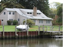 Maison unifamiliale for sales at Waterfront Home with Dock 4 Anchorage Lane   Old Saybrook, Connecticut 06375 États-Unis