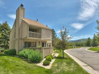 Condomínio for sales at Upgraded Racquet Club with Spectacular Views 50 Spaulding Ct  Park City, Utah 84060 Estados Unidos