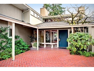 Maison unifamiliale for sales at 16CountryClub 16 Country Club Drive Lakewood, Washington 98498 États-Unis