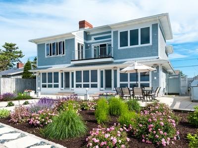 独户住宅 for sales at Direct Waterfront with Limitless Views 108 Captains Drive Westbrook, 康涅狄格州 06498 美国
