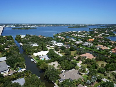 Land for sales at Spectacular Canalfront Homesite 648 Tulip Lane Vero Beach, Florida 32963 United States