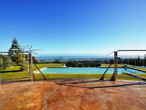 Additional photo for property listing at Distinctive home perched high above Somerset West Somerset West, Western Cape África Do Sul